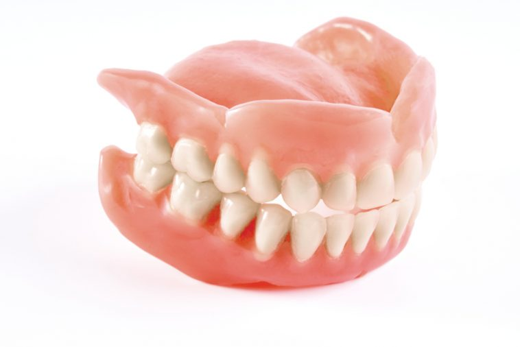 Cara Membedakan Gigi Palsu Permanen